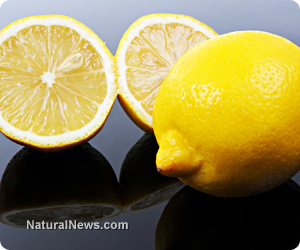 3 amazing reasons to add lemon to your water