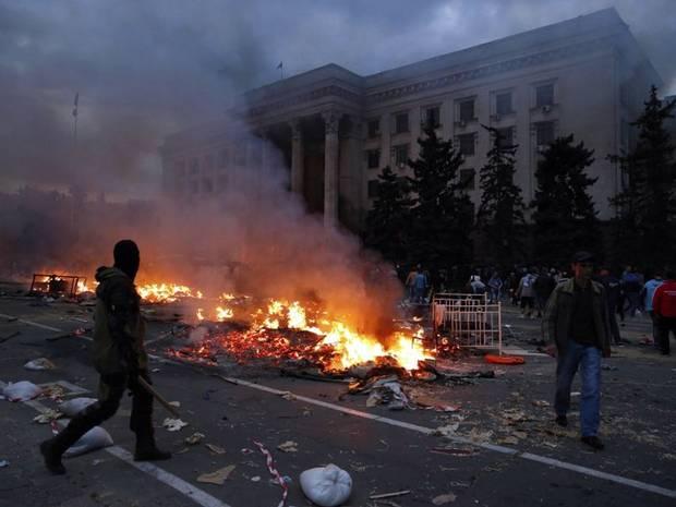 Ukraine crisis: Dozens die in fire in Odessa