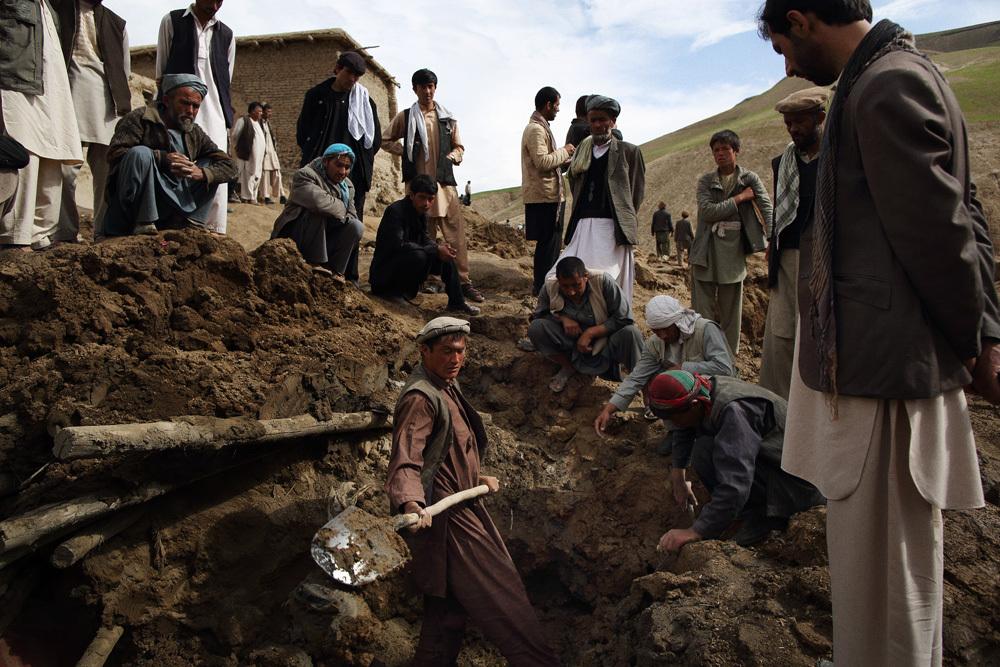 Afghanistan landslide: Rescuers end search for survivors